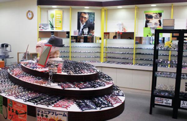 メガネのアクティオ西大寺店